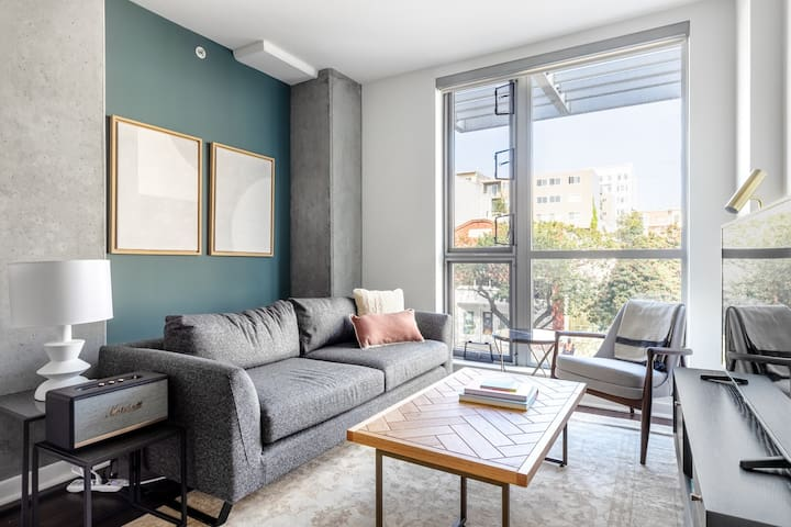 Airy Hayes Valley 2BR w/ Rooftop, Parking, walk to Muni, by Blueground