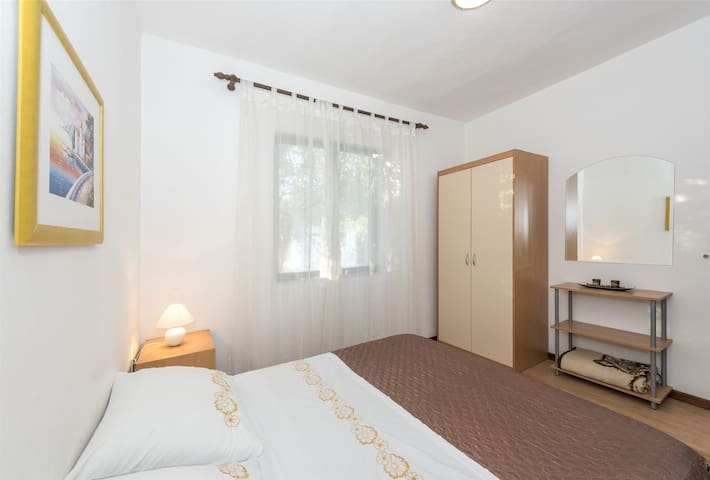 One bedroom Apartment, 200m from city center, beachfront in Sv. Petar, Balcony