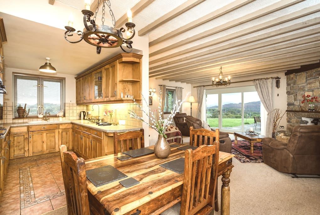 Long barn lounge and oak full kitchen with electric cooker & dishwasher