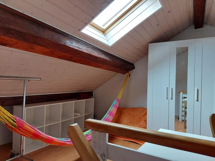 Chambre chaleureuse dans une maison de village Gex