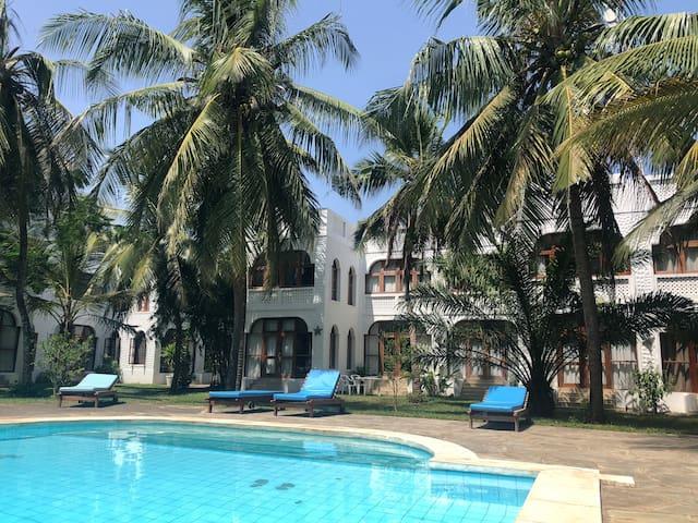 Simba Village 100sqm garden Suite overlooking pool