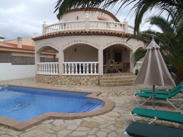 Villa Manuela con piscina privada y 5 dormitorios