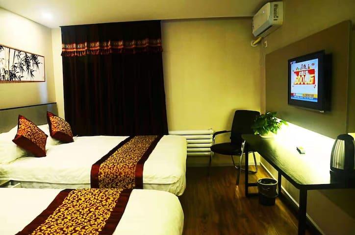 靠近簋街雍和宫,交通四通八达步行可到的草园宾馆双床标准房