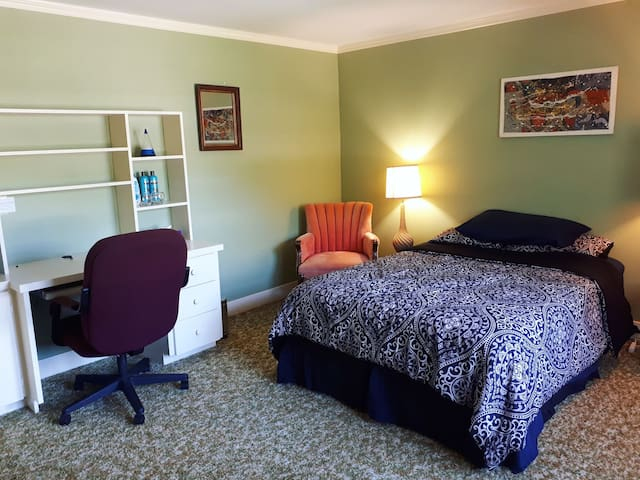 Spacious & private bedroom in Charlottetown.