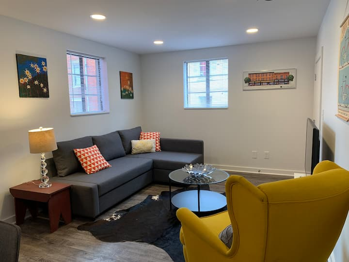 Contemporary Flat in the Heart of Covington!