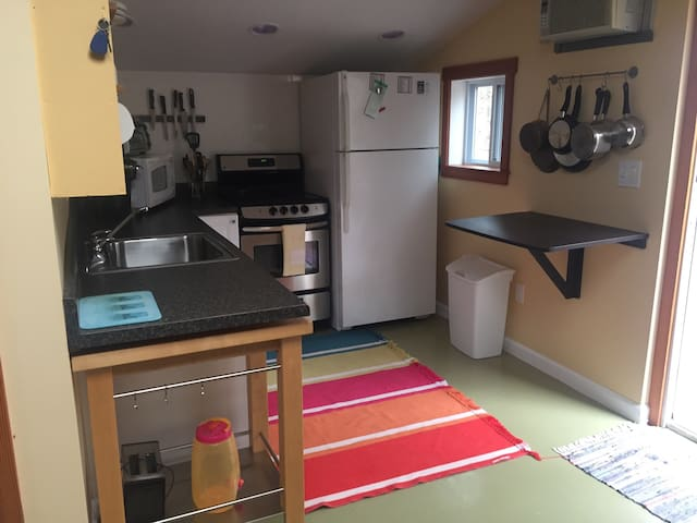 Guest house over Garage - West Tisbury - Guesthouse
