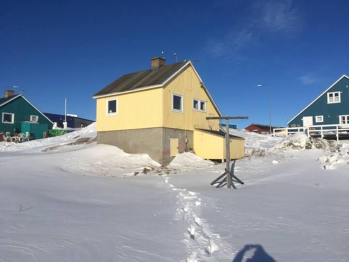 Hyggeligt /autentiske hus med udsigt til Isfjorden