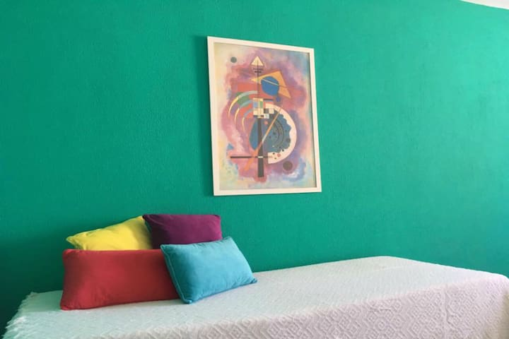 Colourful flat in the very city centre! (4 people) - Córdoba - Leilighet