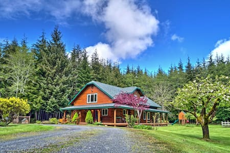 Delightful Home on 10 Acres - 10 Mins to La Push!