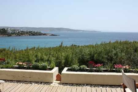 Seaside house with an amazing view at the Aegean - Sounio - บ้าน