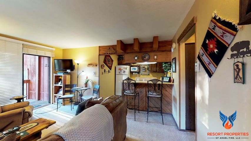 Cozy Condo Close to the Slopes! Angel FIre Chalet 37