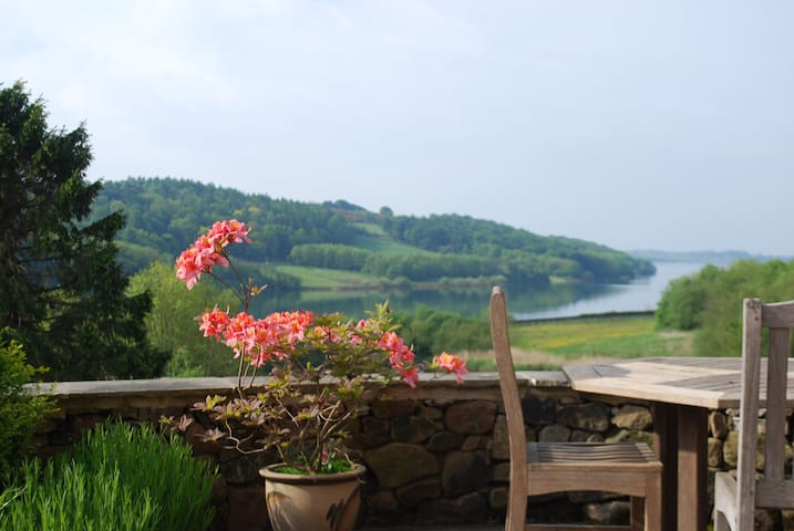 Stunning 5* SC Cottage with Lake views  sleeps 8 - Carsington  - House