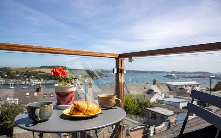 Stylish Flat, Balcony w/ Sea Views & Cosy Garden