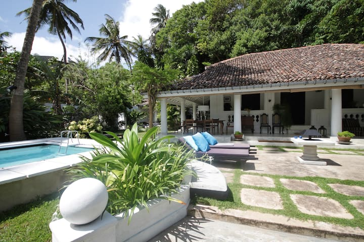 Colonial villa close to the surfing beach
