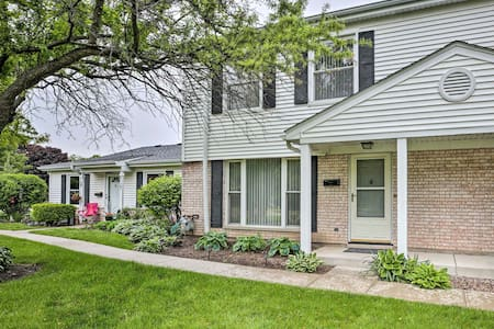 Busse Woods Townhome Retreat in Elk Grove Village