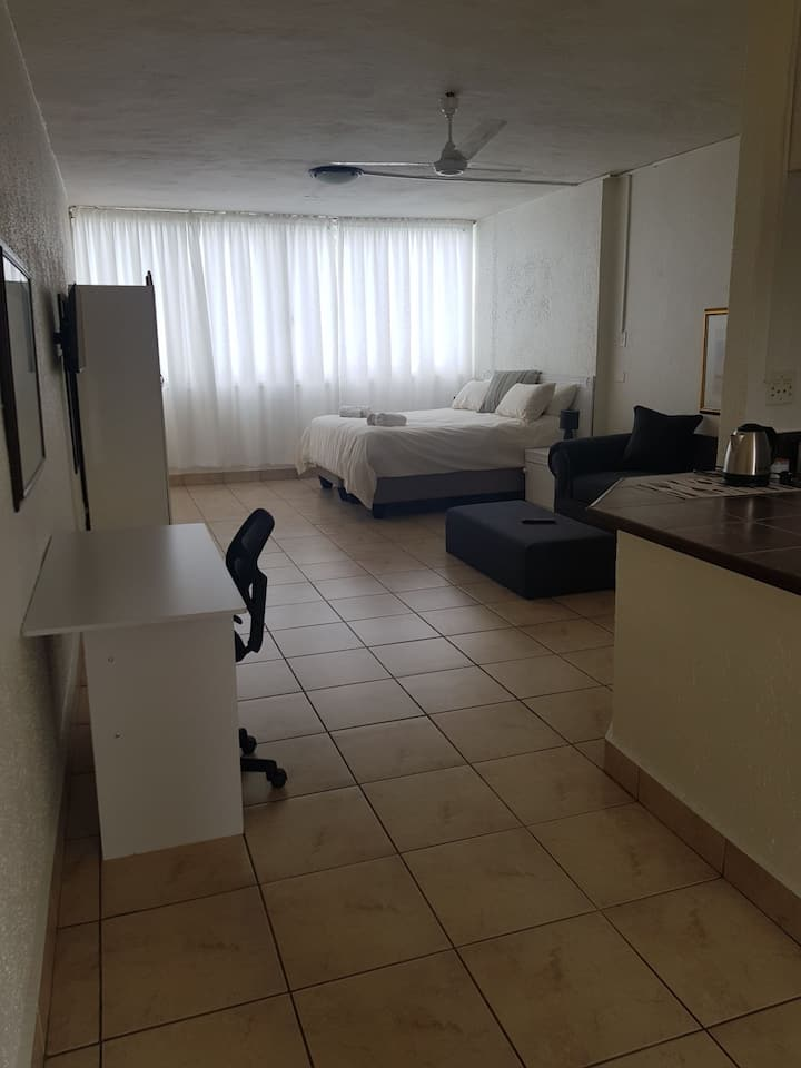 Sandton Apartment (105)-4.6kms from sandton city