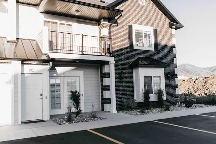 NEW CONDO Cache Valley! 3BR, 2BA - Sparking Clean!
