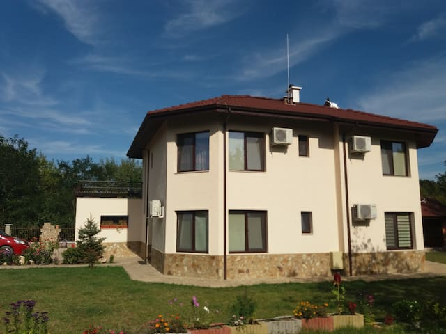 Acacia Guest House  to share near Varna