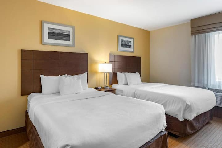 Classic Suite Two Double Beds At Good Location