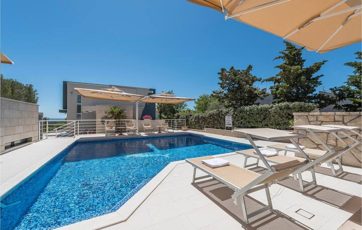 Amazing apartment in Novalja with Outdoor swimming pool, WiFi and Outdoor swimming pool