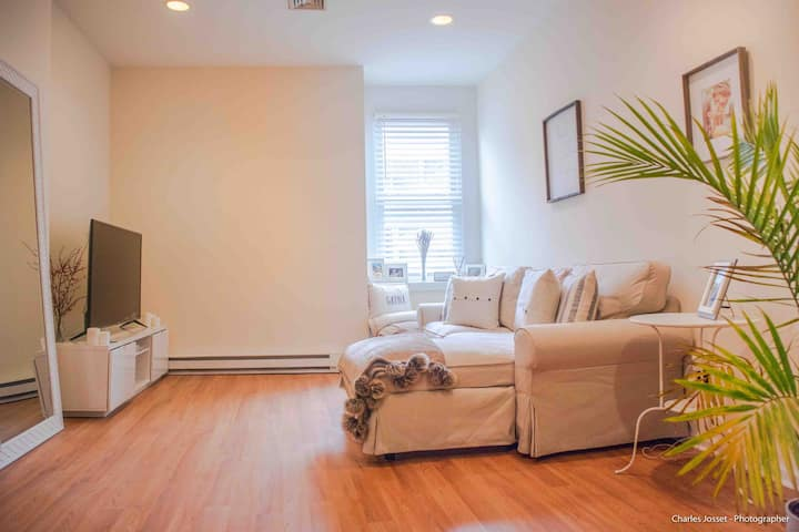 1 pvt room Downtown Stamford / train to NYC