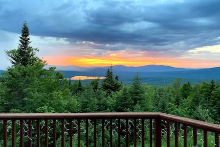 Mountain Retreat - VIEWS, Quiet, Family Friendly!