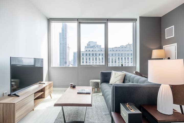 Equipped South Loop Studio w/ Gym, Pool, on Michigan Ave by Blueground
