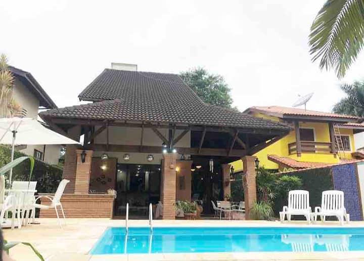 Casa na praia Riviera de São Lourenço c/ 5 suítes