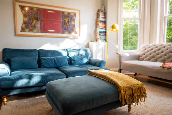 Light Filled Spacious Capitol Hill Rowhouse, 2BR