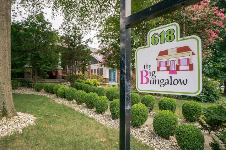 The Songwriter Room at The Big Bungalow BnB - Walkable to Downtown & 5 Points!