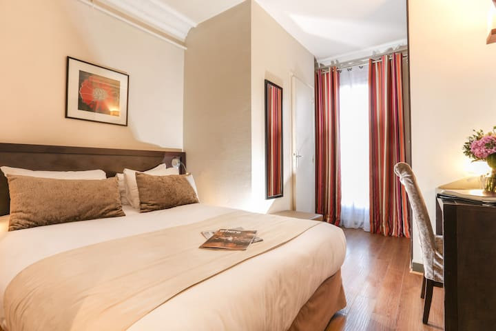 Comfort Double room in hotel near Gare du Nord