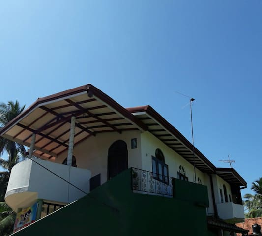 Lilly Palace Villa Guest House- Entire Place - Negombo - Flat