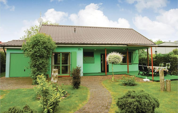 Holiday cottage with 2 bedrooms on 55 m² in Nowe Warpno