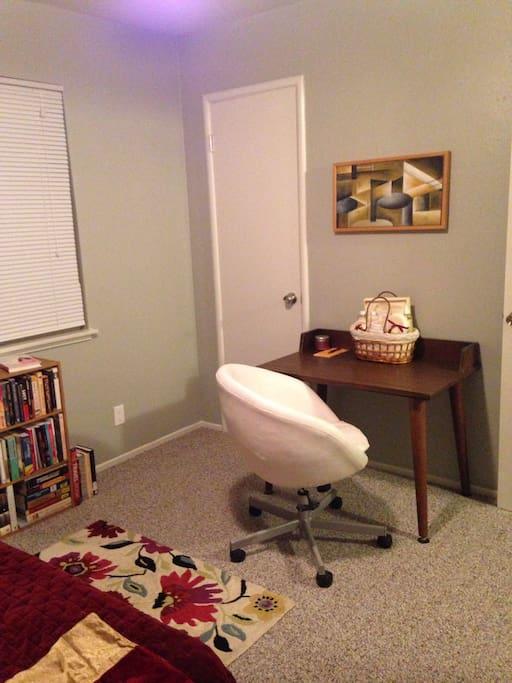 Retro desk & swivel chair