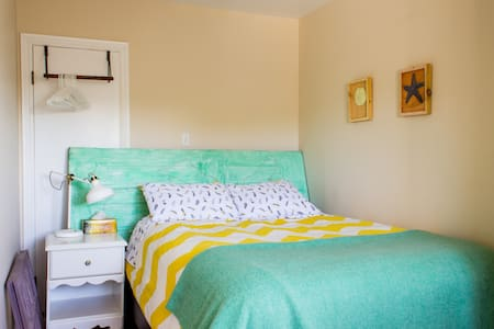 Nautical & Natural Light in Halifax's North End - Halifax - Apartamento