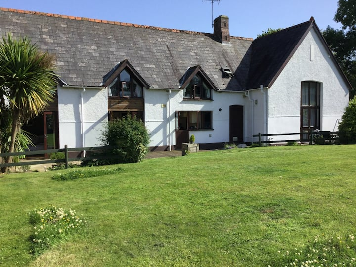Unique and spacious - Dog Friendly Home in Gower