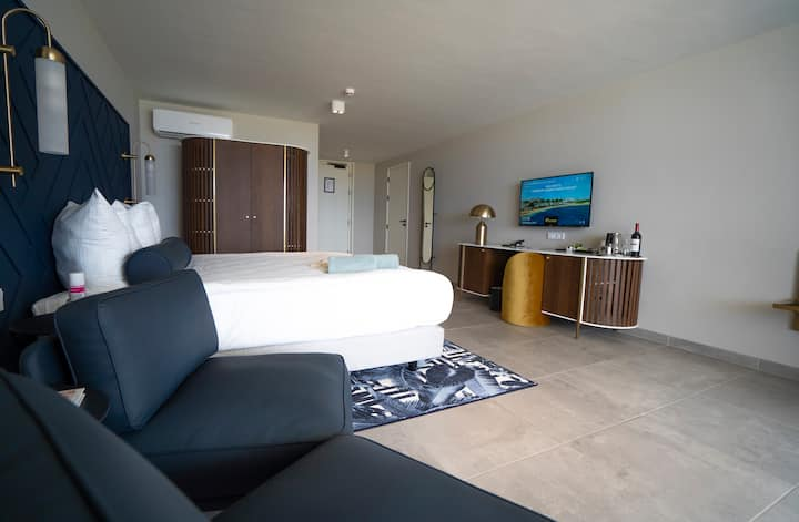 NEW ~ Luxurious Room near the Beach - All-Inclusive Resort