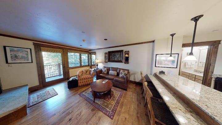 Vail One Bedroom w/ Full Kitchen @ Golden Peak