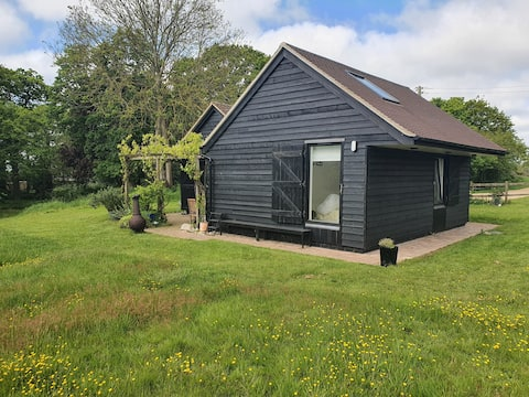 Idyllic 2 bedroom rural cottage by River Crouch