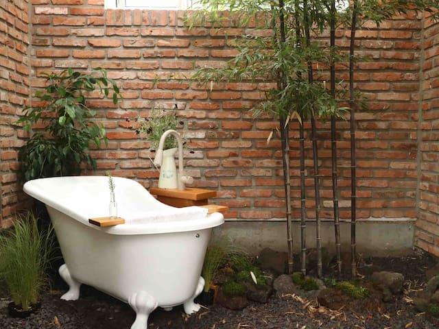 [커플특가]여유의 집_ 여유로움 가득한 로맨틱 감성 하우스/제주 애월