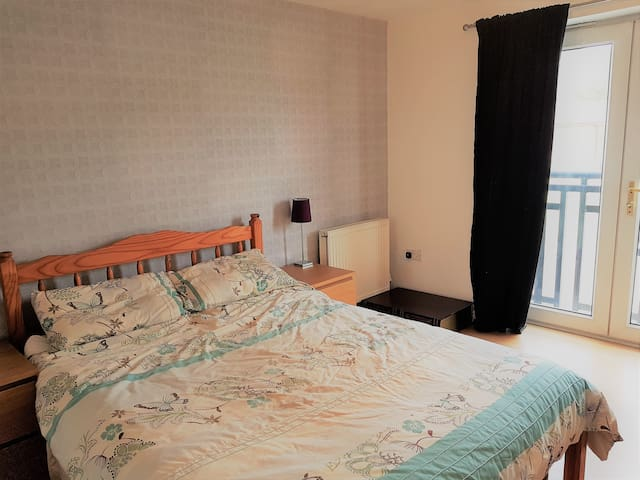 Light & airy double room with private bathroom - Chesterfield - Townhouse