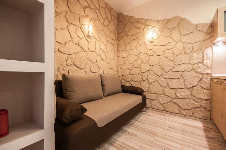 Very comfortable sofa 140x200 cm