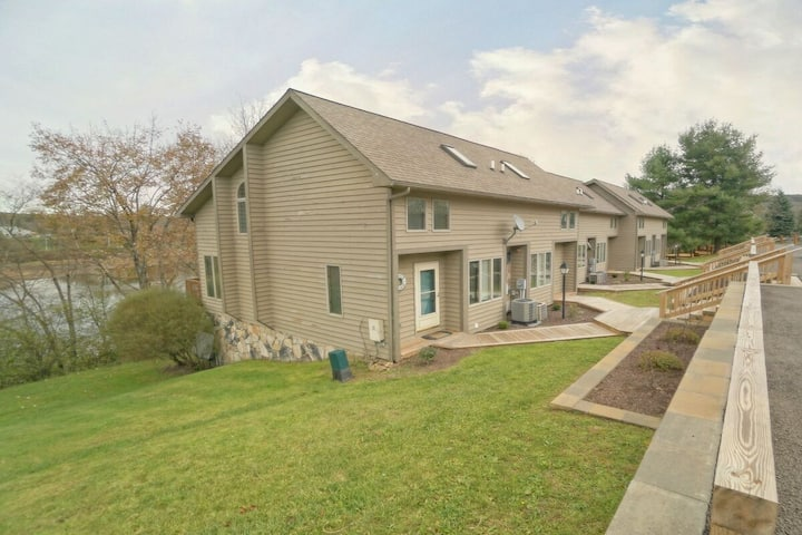 DOGS WELCOME! Lakefront Townhouse #41 w/Hot Tub & Electric Grill!