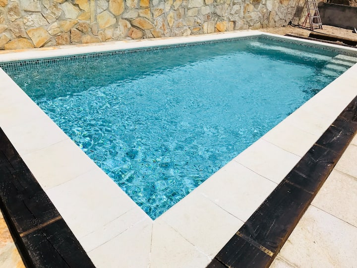 Cosy house, private swimming pool, 8kms from beach