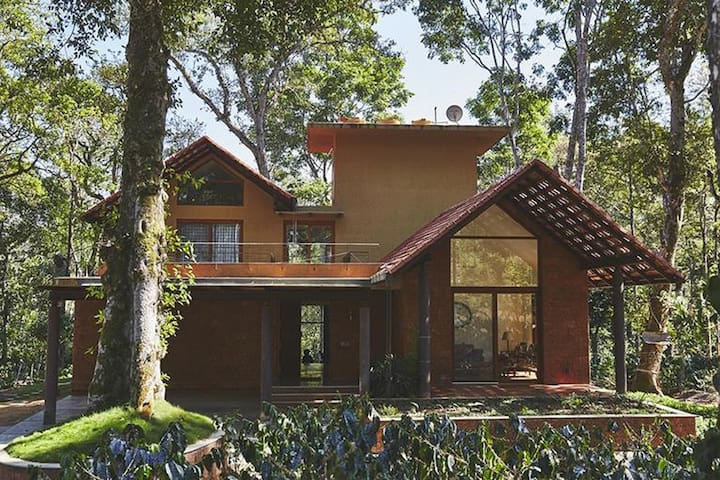 ★★Luxury 3BR Villa in Coorg w/ Pool & Breakfast★★