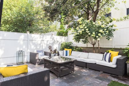 LUXURY SANITIZED Duplex Near Train - PATIO Oasis