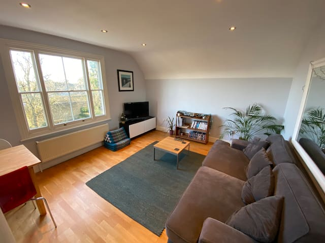 Top Floor Flat in Richmond upon Thames