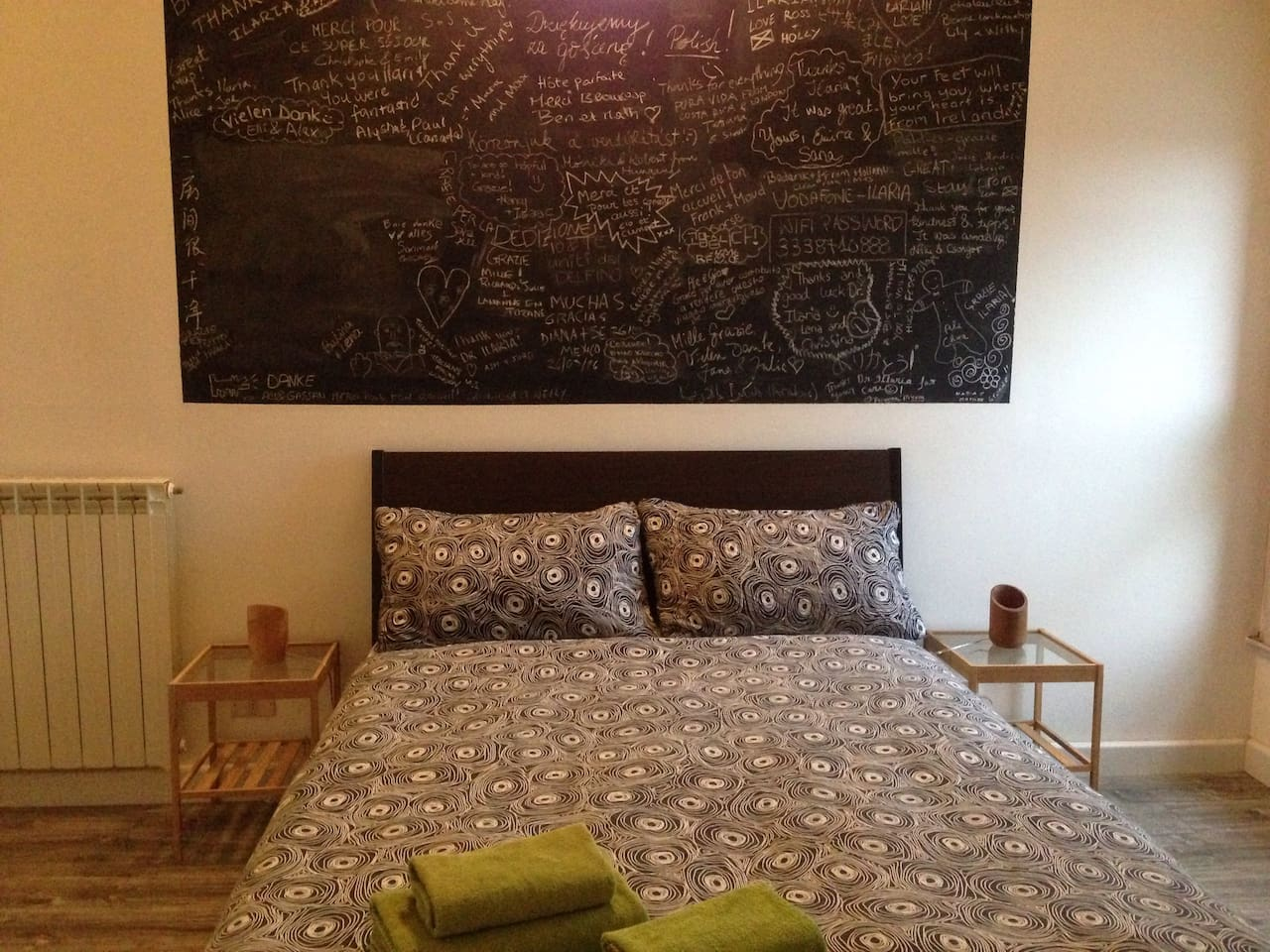 Doble room with french bed. Letto francese.