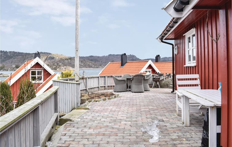 Semi-Detached with 4 bedrooms on 60m² in Lindesnes