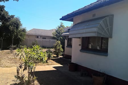 Quiet One bedroom space near to  Grandwest Casino - ケープタウン - 一軒家